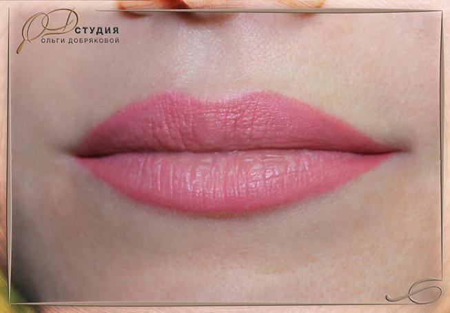 Фото акварельного татуажа губ